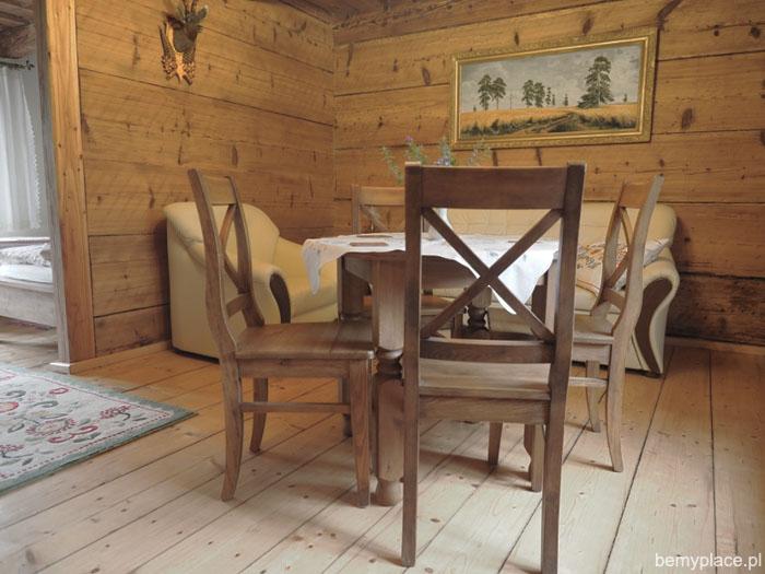 drewniany_salon